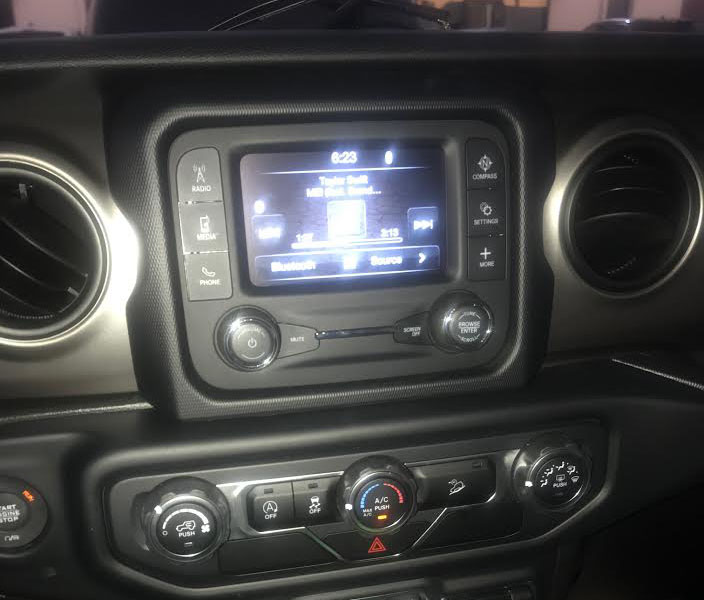 Jeep Wrangler 2018 2019 2020 factory radio