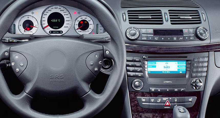 Mercedes-Benz W211 factory radio
