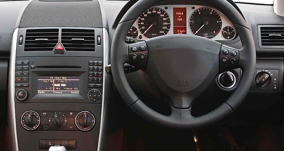 Mercedes-Benz W169 factory radio