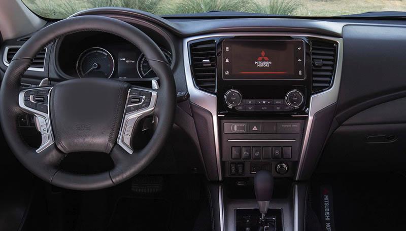 Mitsubishi Pajero Sport / L200 2015-2020 factory radio
