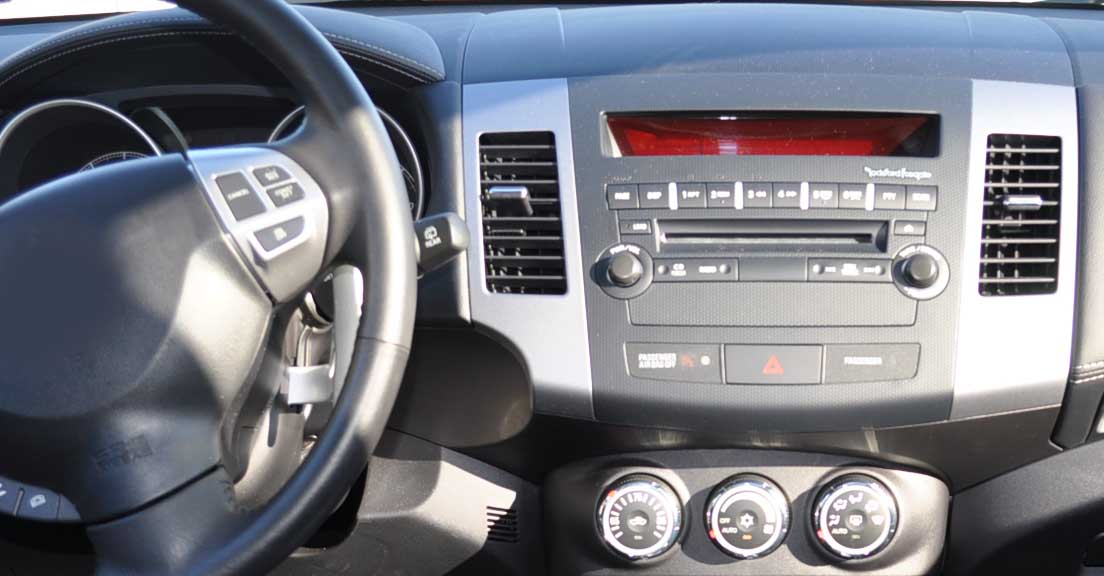 Mitsubishi Outlander 2 Citroen C-Crosser Peugeot 4007 2005-2013 factory radio