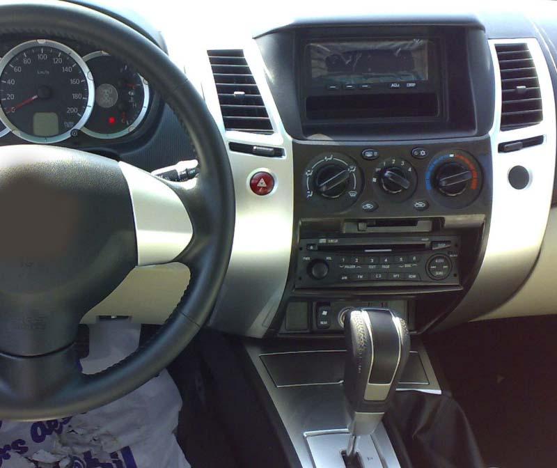 Mitsubishi Pajero Sport 2 L200 Triton 2008-2016 factory radio