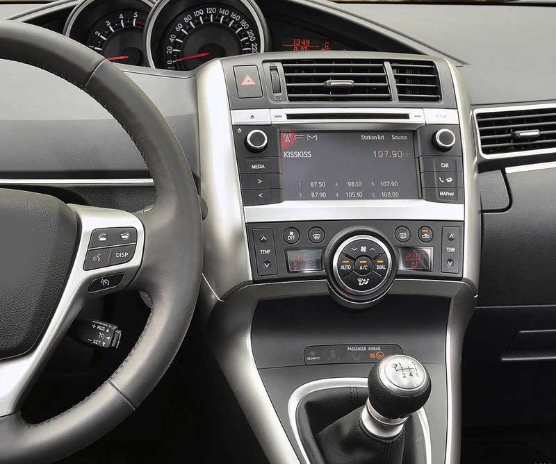 Toyota Verso 2009-2018 factory radio