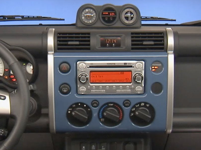 Toyota FJ Cruiser 2006-2017 factory radio